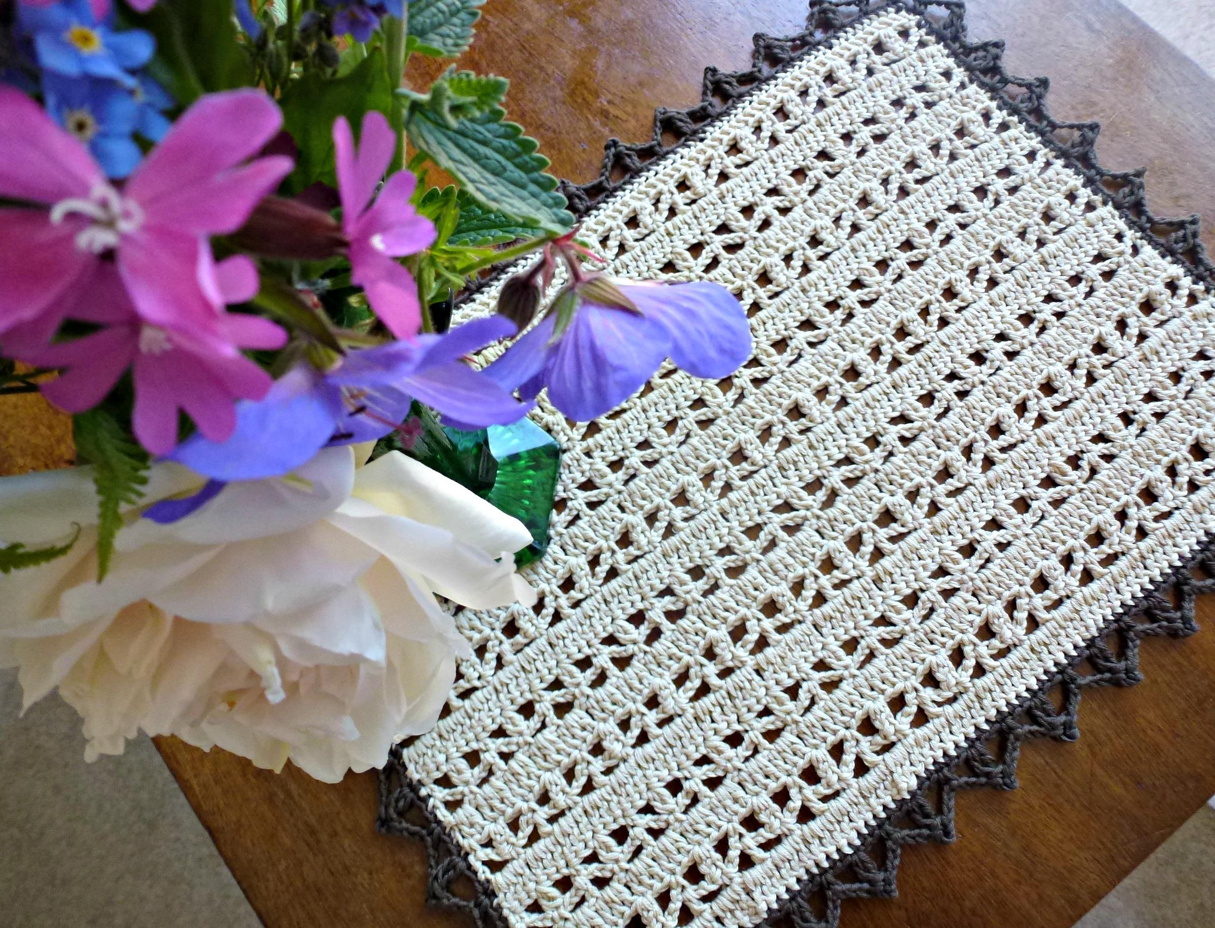 crochet doily – Zeens and Roger