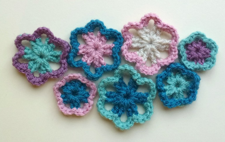 bunch of little crochet flowers