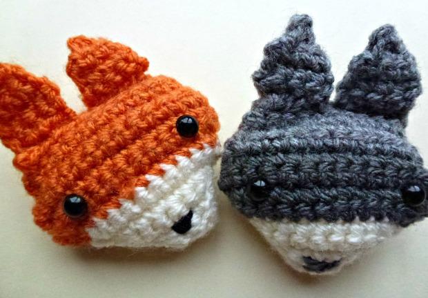 fox and raccoon crochet brooches