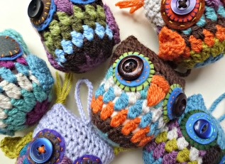 lots of crochet owls