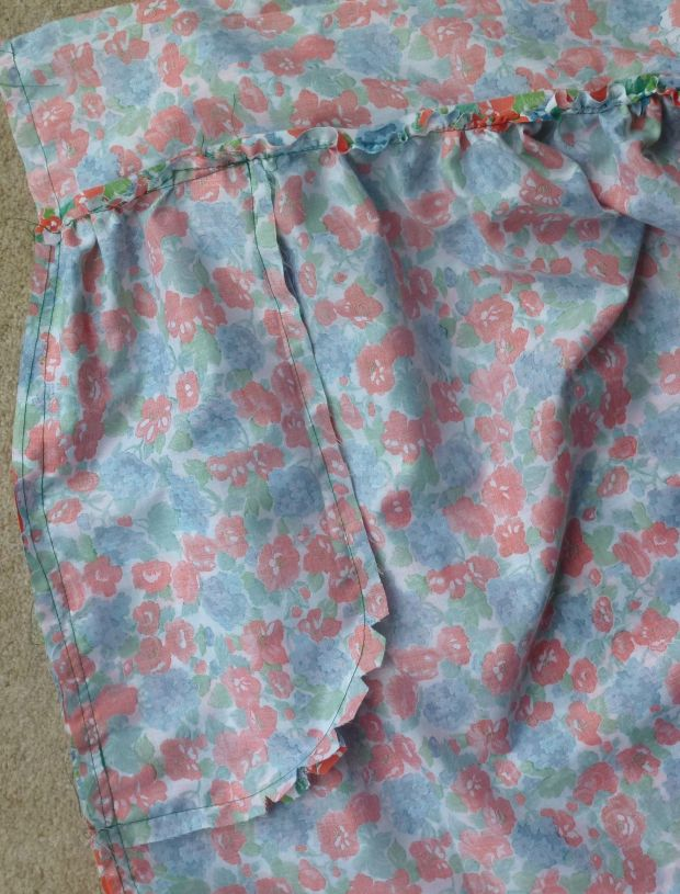 pocket sewn to skirt