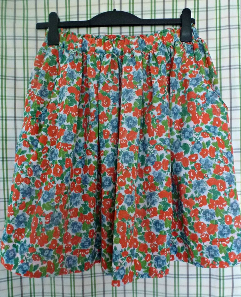 Simple sewn skirt pattern with pockets