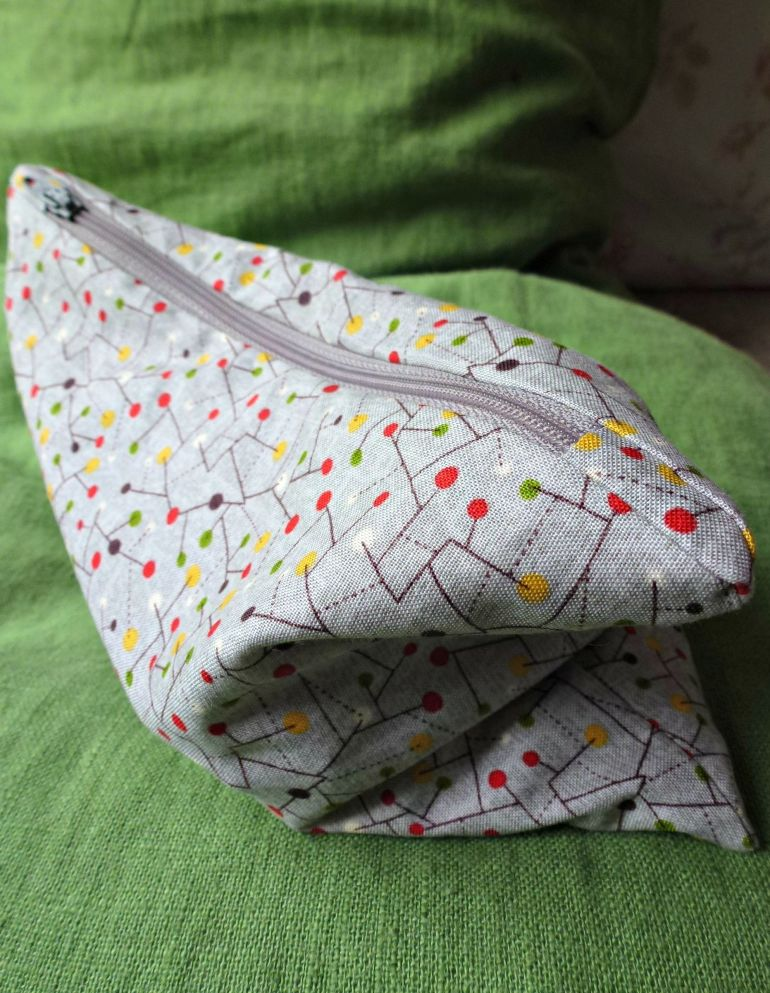 Newly made zippered bag. Easy pattern!