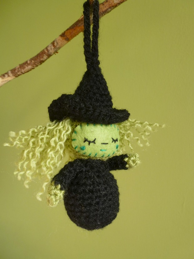 Halloween amigurumi. Little crochet witch.