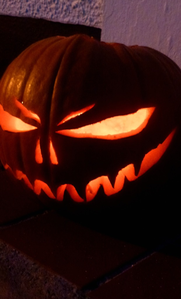 scary pumpkin face
