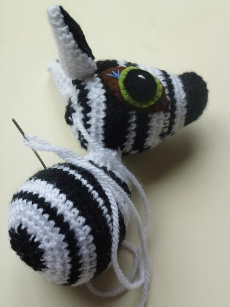 Making an amigurumi zebra