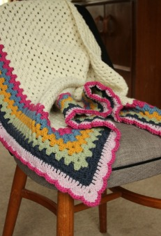 Simple Granny Triangle Shawl. Really easy free pattern.
