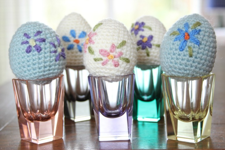 Cute crochet Easter eggs. Free pattern.