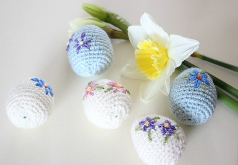 Happy Easter! Cute amigurumi Easter eggs. Free crochet pattern.