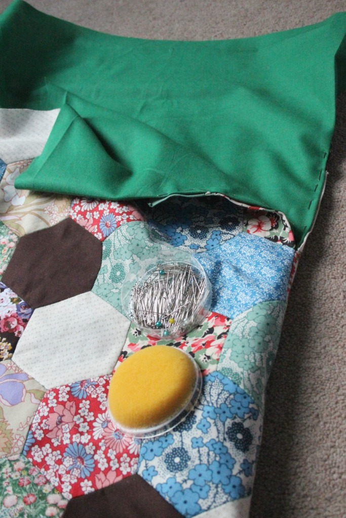 Pinning the edges. Patchwork knitting bag.