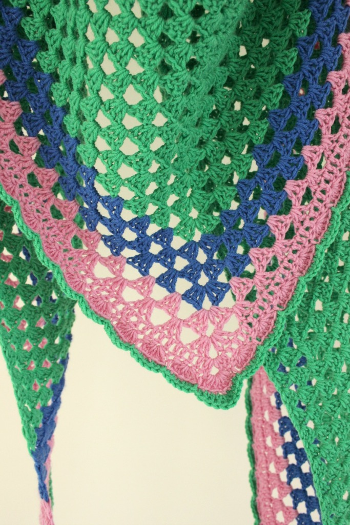 A really simple crochet granny shawl. Free pattern.