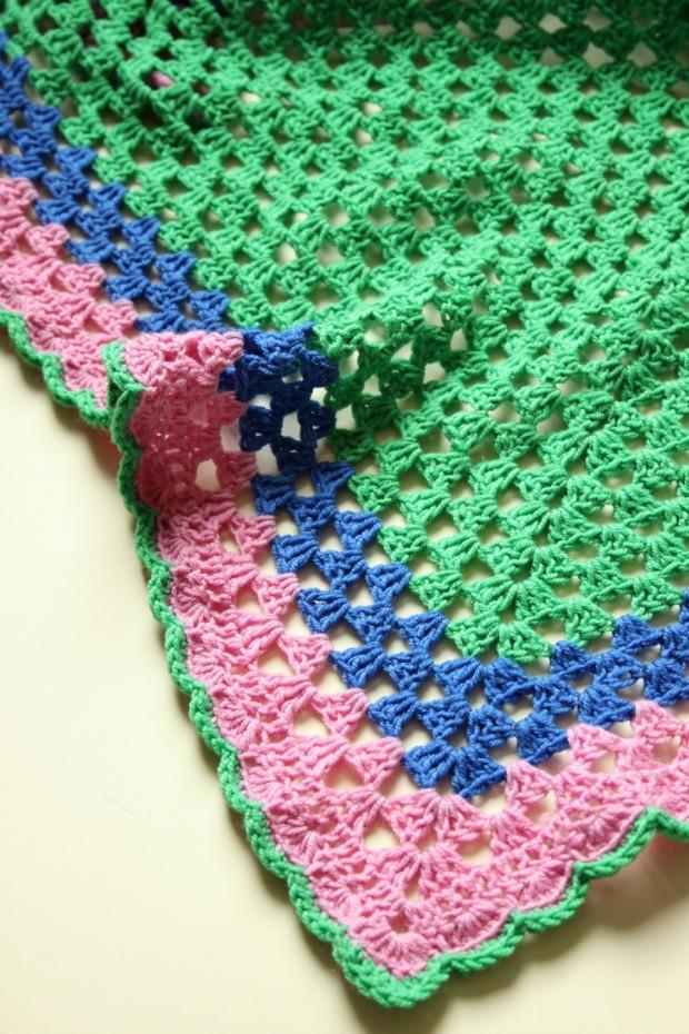 An easy crochet granny shawl. Free pattern.