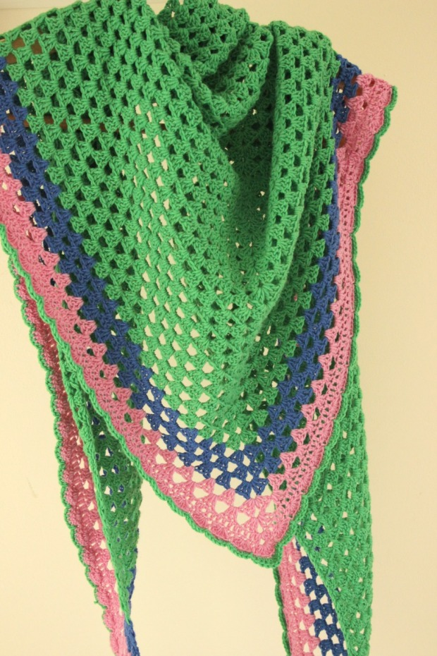 Colourful crochet granny shawl. Free pattern.