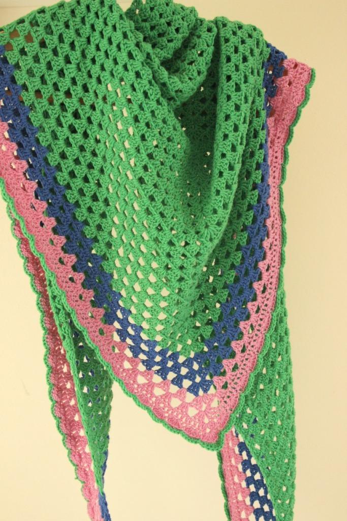 Colourful crochet granny shawl. Free pattern.