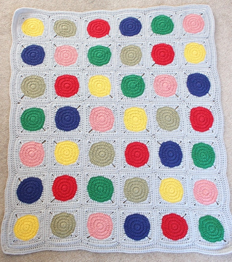 Crochet baby blanket. Circles in squares.