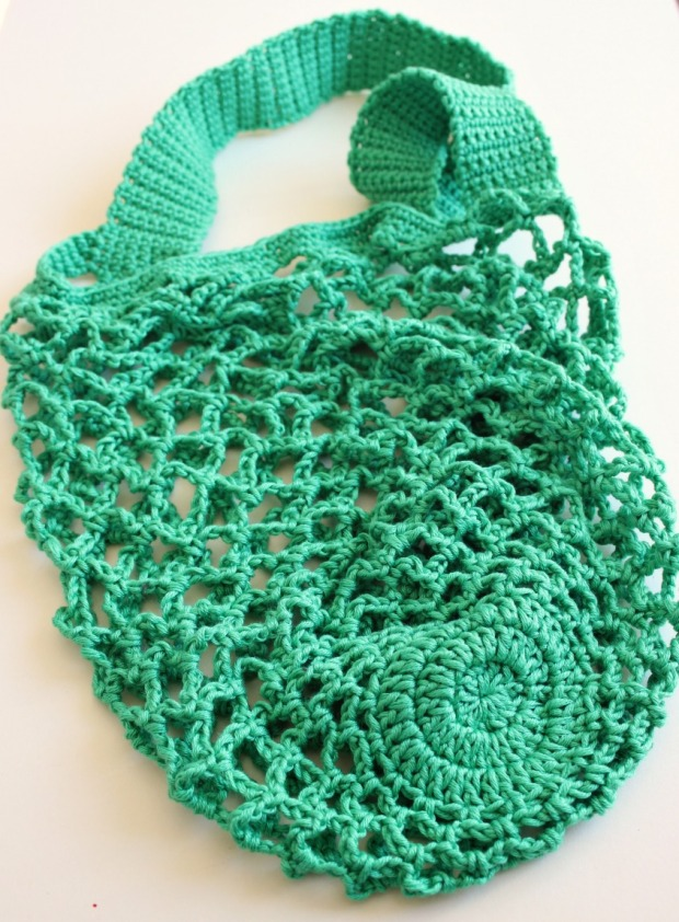 One skein crochet mesh bag. free pattern.