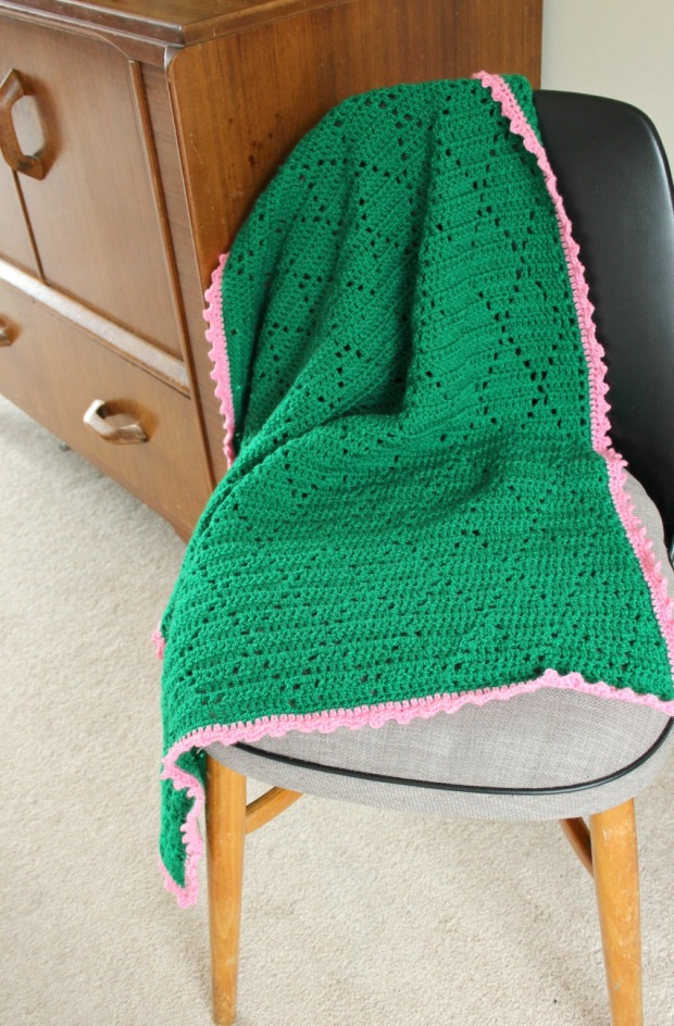 green diamonds crochet blanket with pink picot edging.