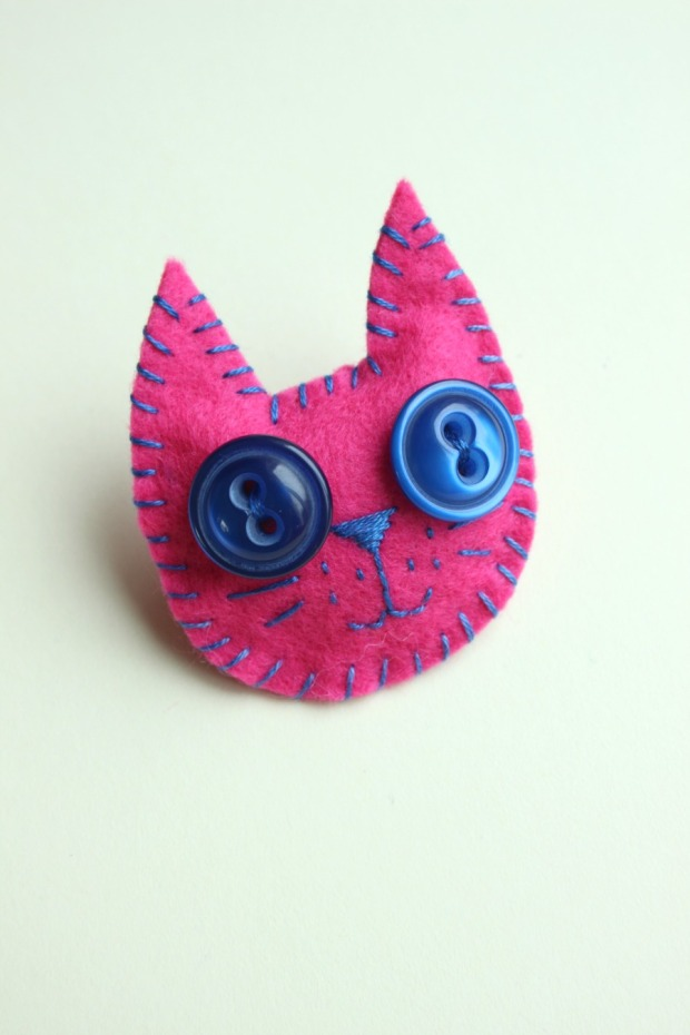 Finished kitty brooch.