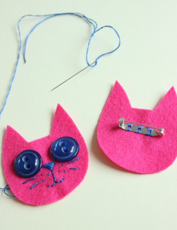 How to make a cute kitty brooch.