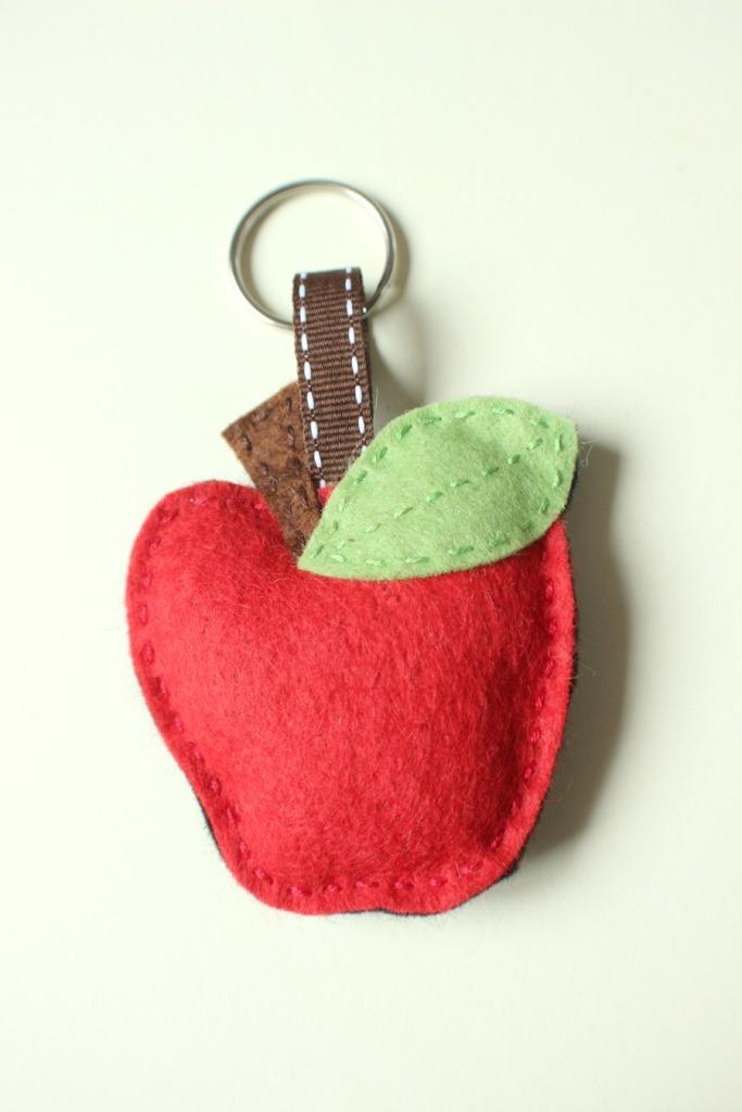 Red felt apple keyring.