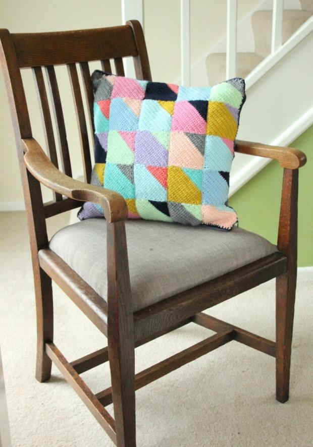 crochet-geometry-fancy-pants-cushion