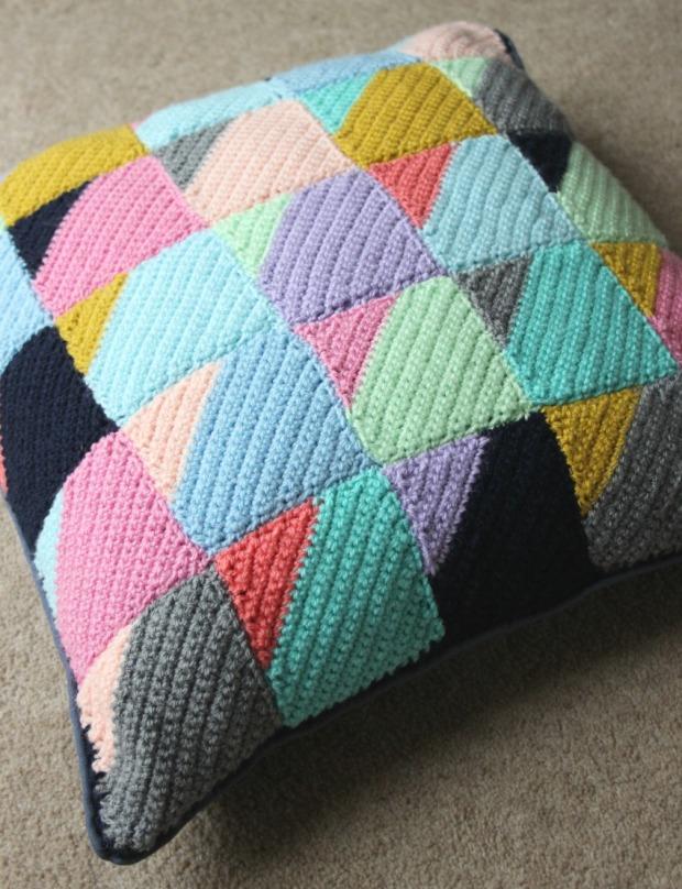 finished-crochet-cushion