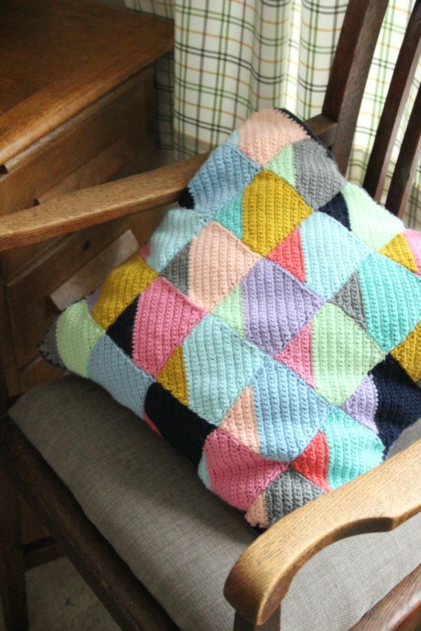Corner to Corner Geometric Crochet Cushion. – Zeens and Roger