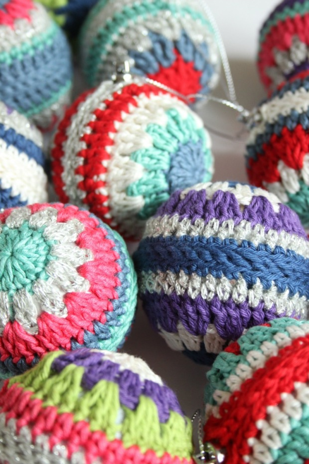 crochet-christmas-baubles
