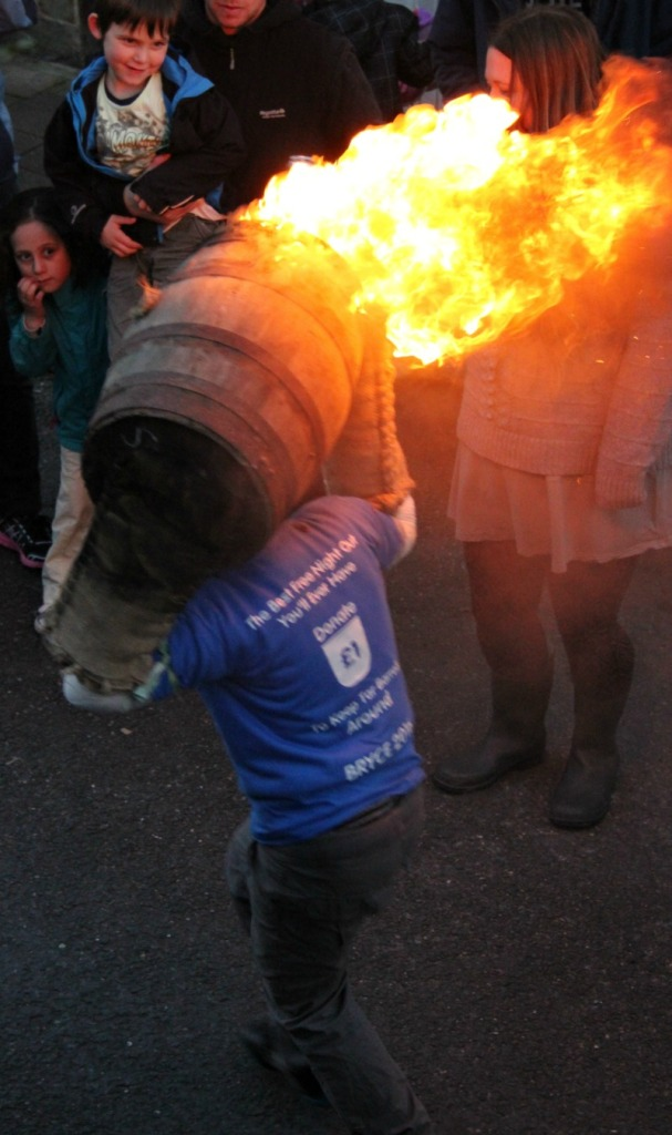 kids-tar-barrels