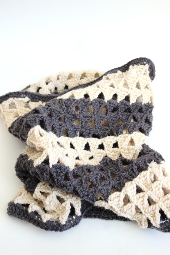 crochet-cowl-monochrome-triangle-infinity-scarf