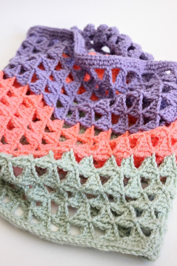 Free Triangle Infinity Scarf Crochet Pattern : Crochet Triangle Infinity Scarf ? Zeens and Roger