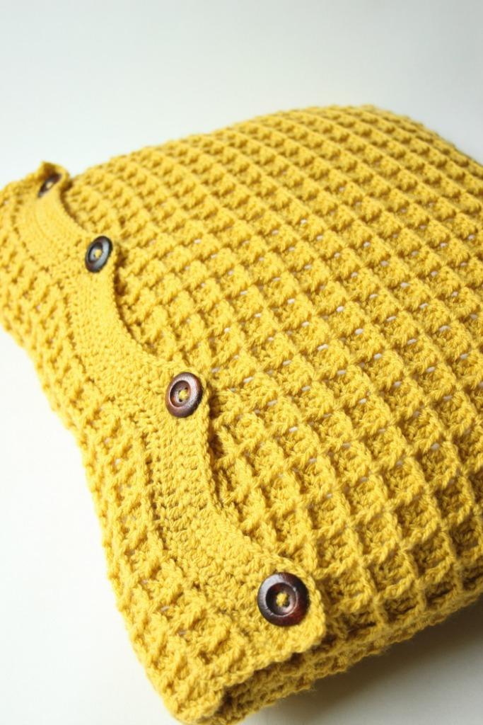 crochet-waffle-stitch-mustard-cushion