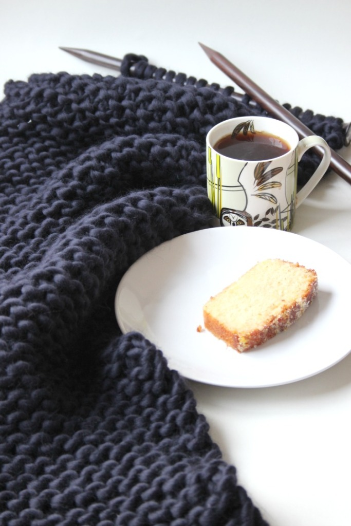 knitting-with-cake-and-tea