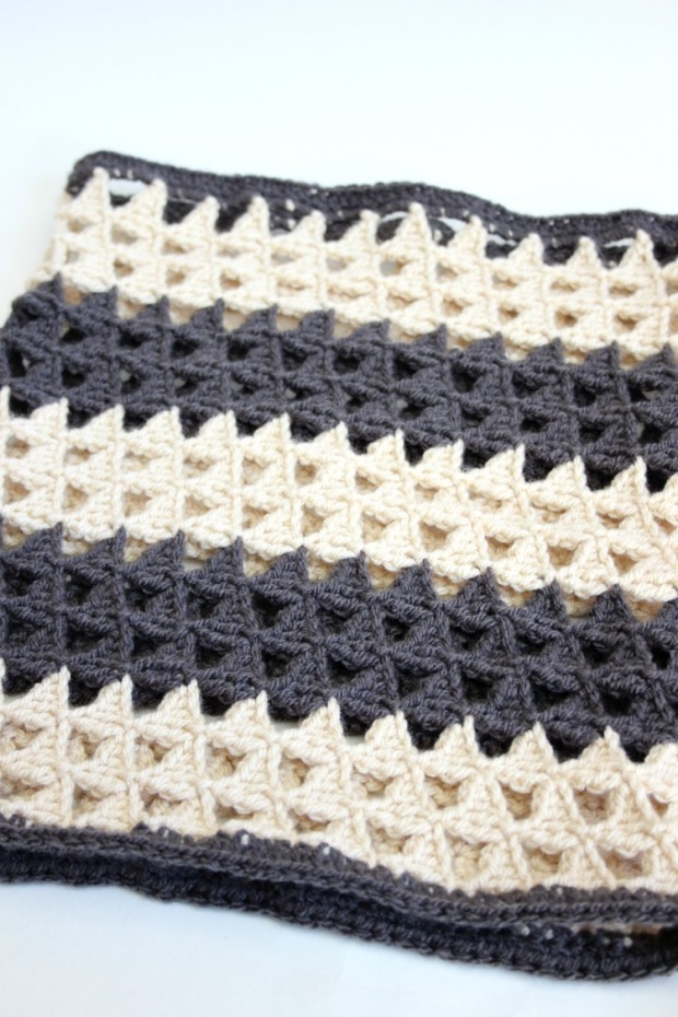 monochrome-crochet-triangle-cowl