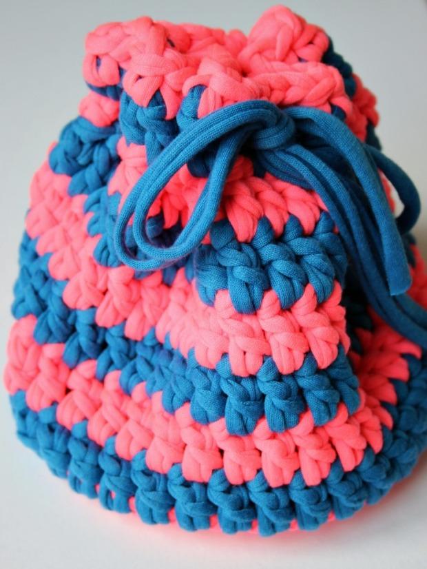 cute-little-bag-using-t-shirt-yarn