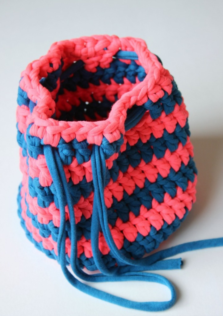 simple-t_shirt-yarn-bag